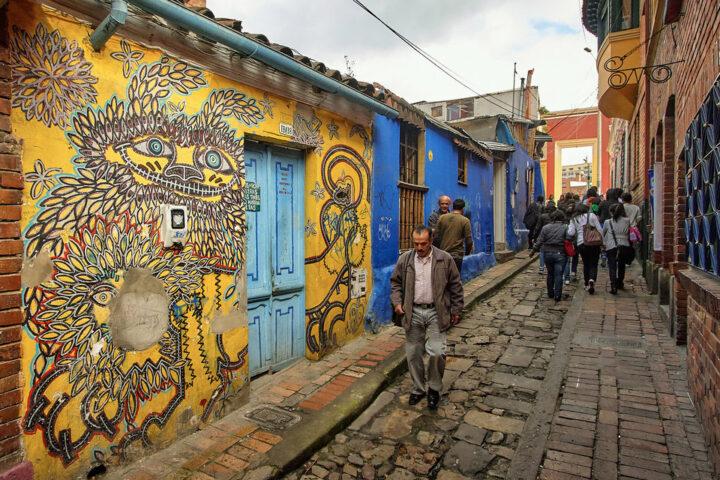 b02-bogota-street-scene