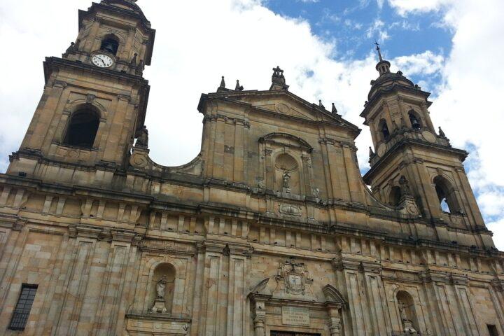 b13-bogota-bolivar-park-iglesia-pixabay