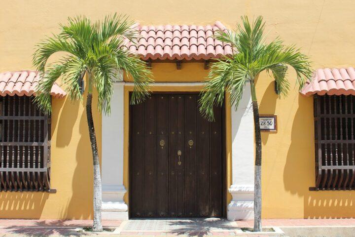 c13-cali-door-pixabay
