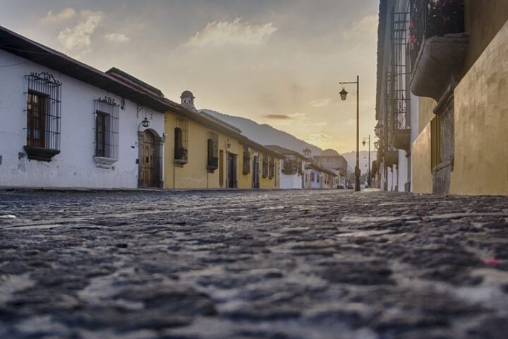 c14-cali-cobblestone-street-scene_pixabay