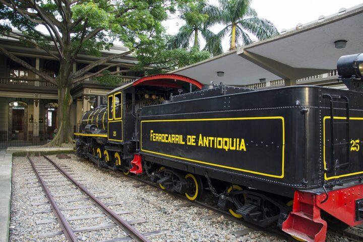 m25-train-coal-car_reiseblogger_pixabay