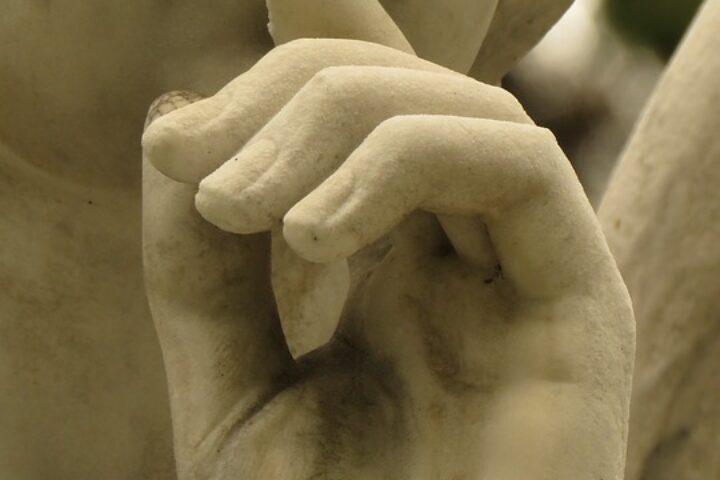 m28-statue-art_zomogy_pixabay